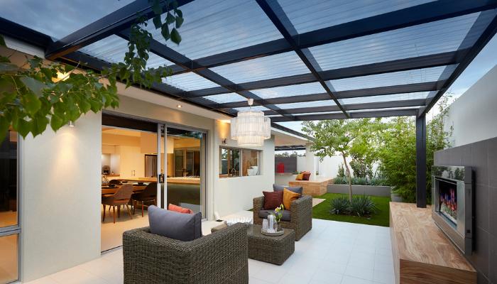 Inspirasi Aplikasi Atap Transparan - Ruang Santai - Sumber: Ventura Homes