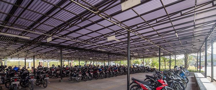 kenali kebutuhan sebelum membeli atap kanopi - kanopi parkiran motor