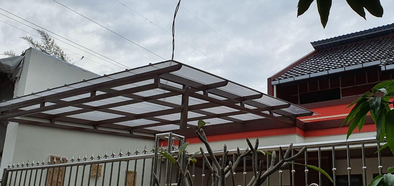 model kanopi garasi minimalis transparan dari plastik