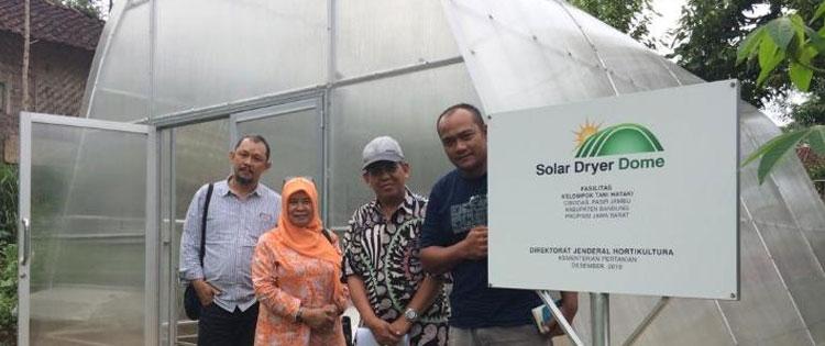 Petani Ciwidey Menggunakan Solar Dryer Dome untuk Mengeringkan Cabai