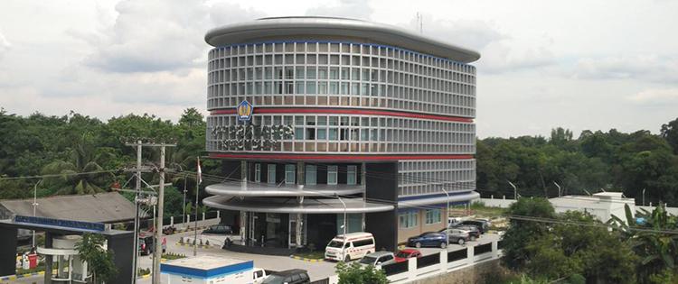 pilihan warna acp sebagai corporate identity pada fasad gdeung bangunan